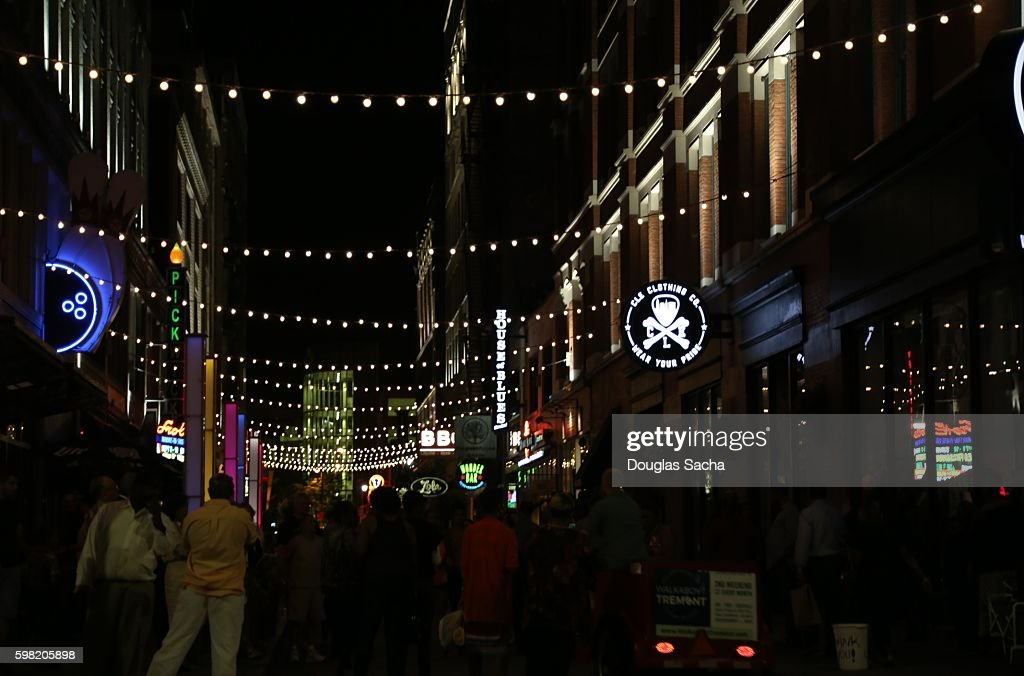 Night Party in the Alley, East Forth Street Entertainment District, Cleveland, Ohio, USA : Foto de stock