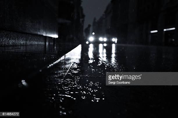 night rain scene in barcelona - film noir style stock pictures, royalty-free photos & images