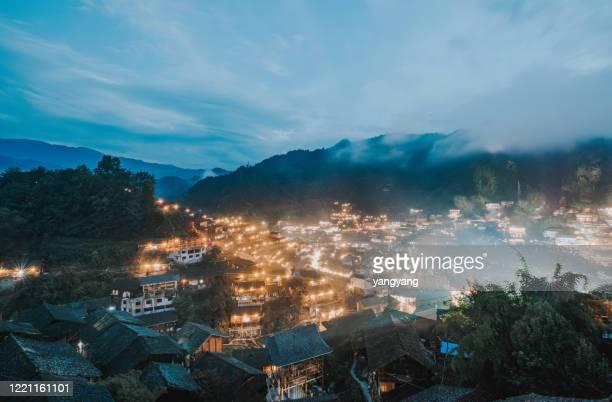 night scenery of thousands of miao village in xijiang, guizhou, china - province du guizhou photos et images de collection