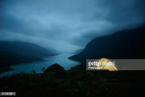Nachtaufnahme von beleuchtet Zelt im Jotunheimen national park