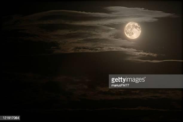 Nachthimmel mit Vollmond
