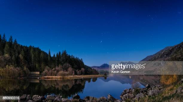 night sky and stars over mount snowdon - mount snowdon stock photos and pictures