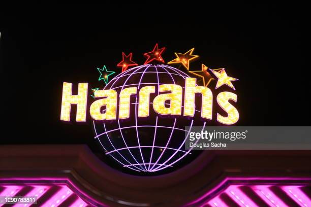 night sky at harrah's las vegas hotel and casino - harrah's stock pictures, royalty-free photos & images