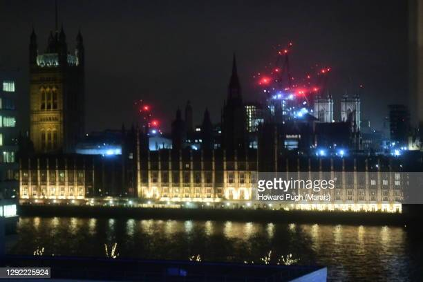 night sky silhouetted outline of houses of parliament - howard pugh stock pictures, royalty-free photos & images
