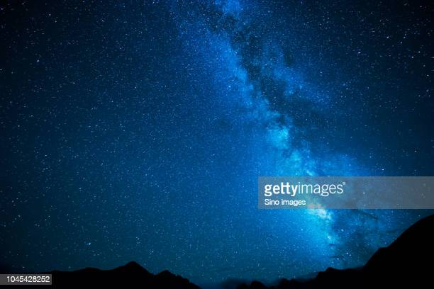 night sky with stars above mountains, australia - image stock pictures, royalty-free photos & images