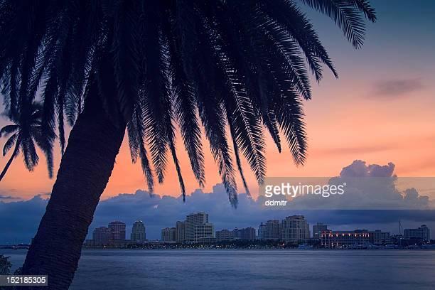 night skyline - ウェストパームビーチ ストックフォトと画像