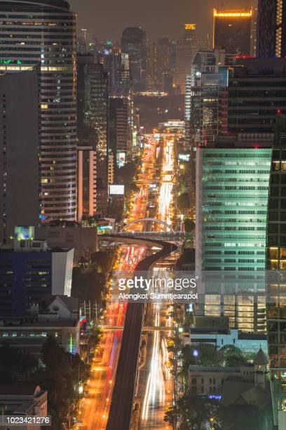 night time of chong nonsi skywalk, bangkok skytrain railway, sathon road and bangkok cityscape, bangkok thailand - シーロム ストックフォトと画像