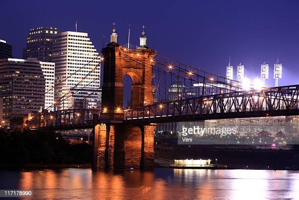 night time skyline in cincinnati, ohio - cincinnati stock pictures, royalty-free photos & images