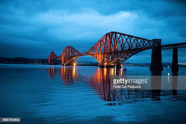night view at firth of forth bridge - edinburgh scotland stock pictures, royalty-free photos & images