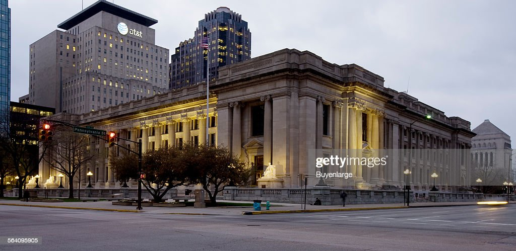 Night view, Birch Bayh Federal Building, Indianapolis, Indiana : News Photo
