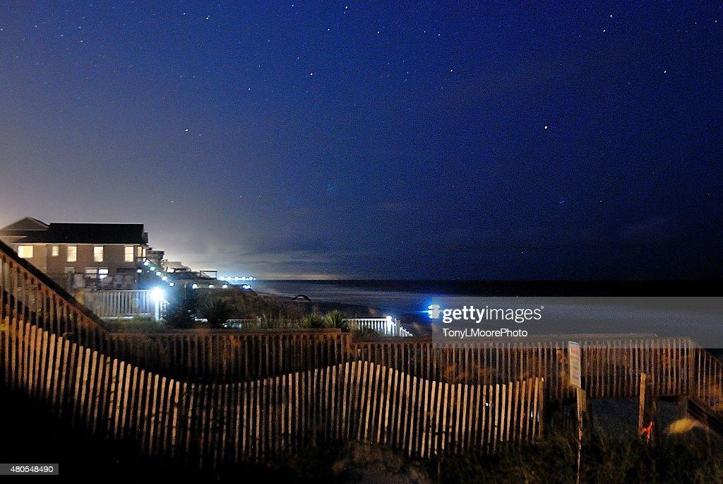 Noite vista na praia : Foto de stock