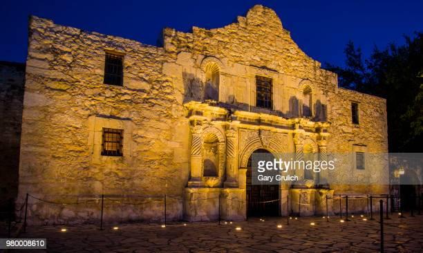 night view of alamo, san antonio, texas, usa - san antonio texas stock pictures, royalty-free photos & images