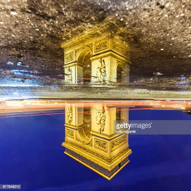 night view of arc de triomphe with tail lights of passing cars, paris, france - lagarde stock pictures, royalty-free photos & images