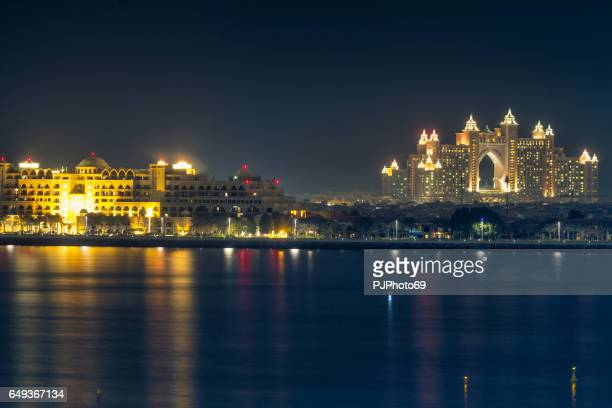 night view of atlantis the palm in dubai - pjphoto69 stock pictures, royalty-free photos & images