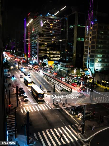 visão noturna da avenida paulista - avenida - fotografias e filmes do acervo
