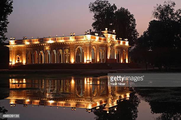 CONTENT] A night view of Baradari at Darbar Mahal Bahawalpur