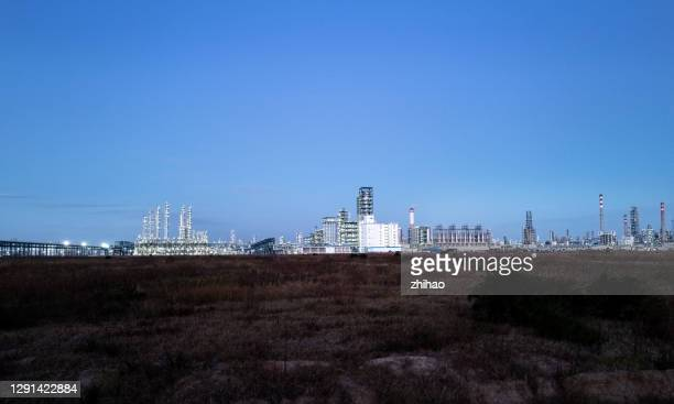 night view of chemical plant - empty lot night stock pictures, royalty-free photos & images