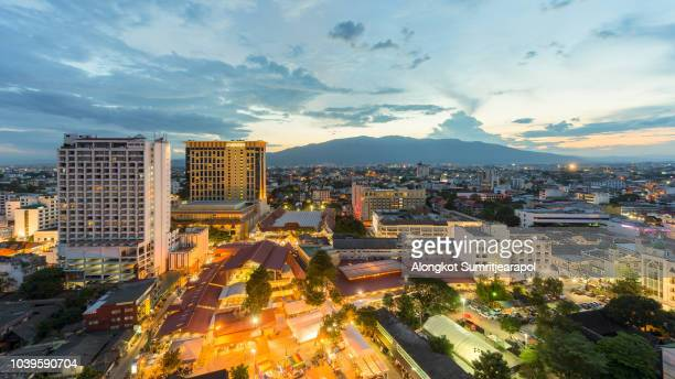night view of chiangmai cityscape with doi suthep, chiangmai ,thailand. - provincia di chiang mai foto e immagini stock