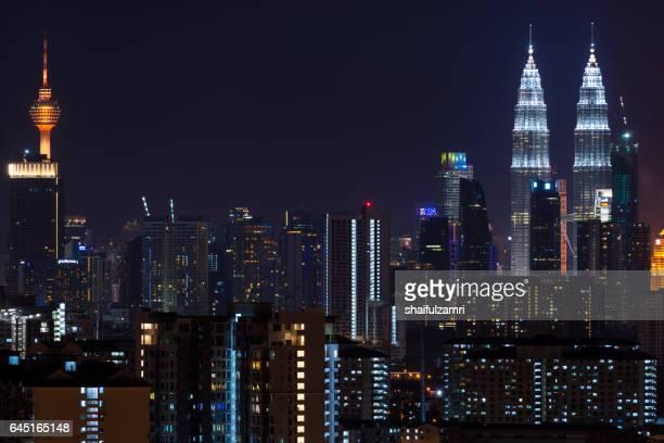 night view of downtown kuala lumpur - shaifulzamri stockfoto's en -beelden