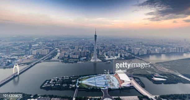 night view of guangzhou downtown district - província de guangdong - fotografias e filmes do acervo
