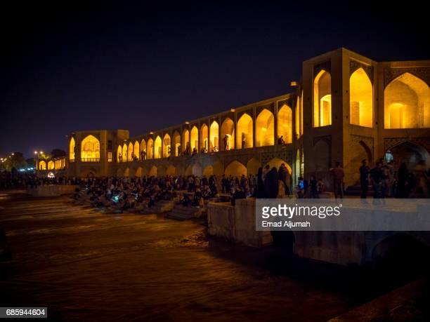 night view of khaju bridge in isfahan, iran - 26 april 2017 - ハージュ橋 ストックフォトと画像