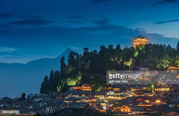 night view of lijiang - old town - provinz yunnan stock-fotos und bilder