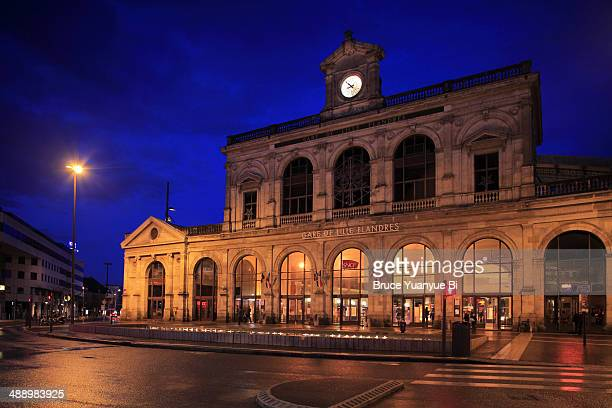 night view of lille flandres train station - lille stock pictures, royalty-free photos & images