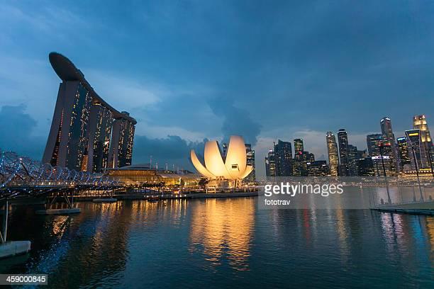 blick auf die marina bay sands, singapur - marina bay singapur stock-fotos und bilder