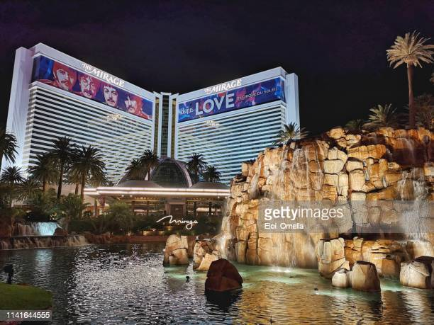night view of mirage hotel and casino, las vegas blvd, nv - the mirage las vegas stock pictures, royalty-free photos & images