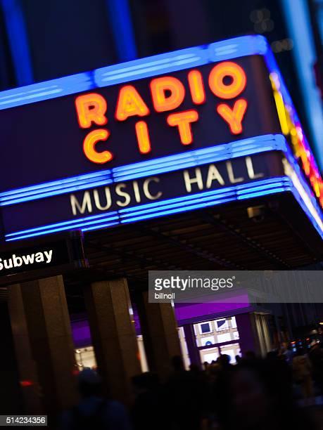 夜のラジオシティミュージックホールのニューヨーク