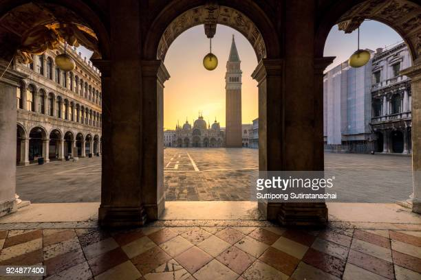 night view of san macro square in early morning in venice without people , venice is most popular travel destination in europe . - venezia foto e immagini stock