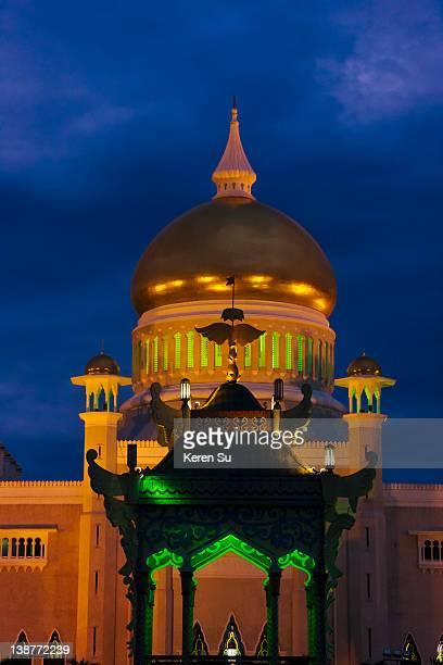 Night view of Sultan Omar Ali Saifuddin Mosque