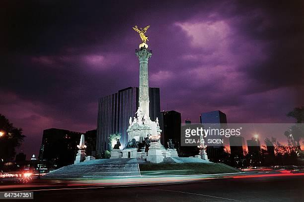 Night view of The Angel de la Independencia, Monument to Independence of Mexico Paseo de la Reforma, Mexico City, Mexico.