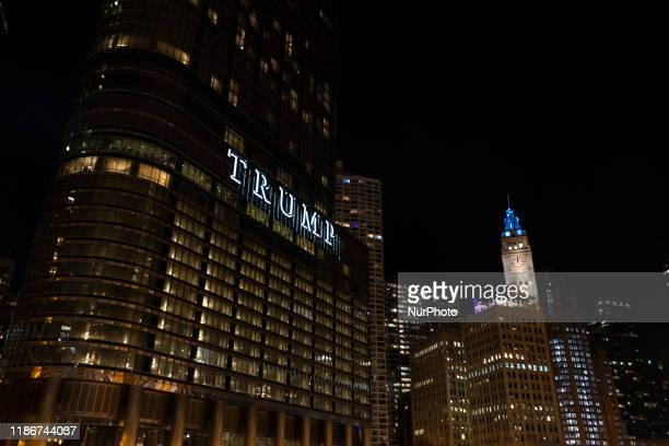 Night view of the city of Chicago with the Trump tower in the first place.