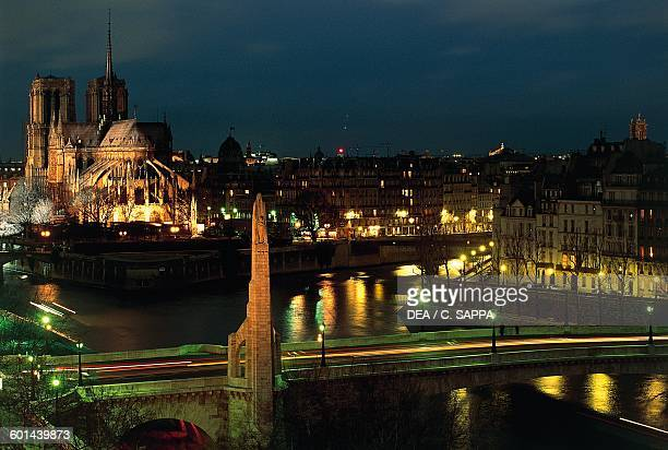 Night view of the Pont de la Tournelle with IledelaCite and Notre Dame in the background Paris IledeFrance France