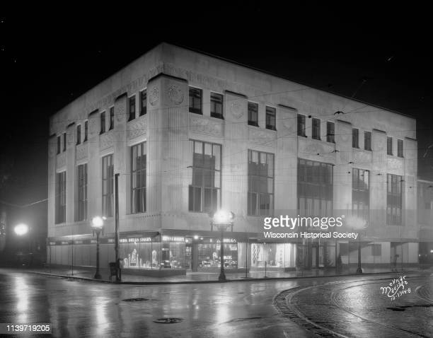 Night view of the University Avenue bank building 905 University Avenue designed in the Art Deco style by Weary and Alford of Chicago for the First...