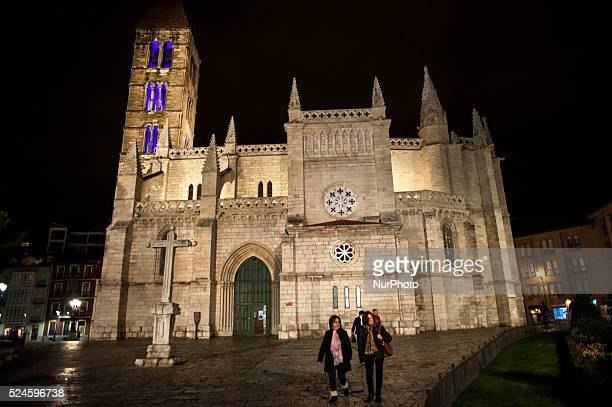 Night views of the church of Santa Maria de la Antigua del XI century tower completed in the thirteenth century one of the architectural jewels of...