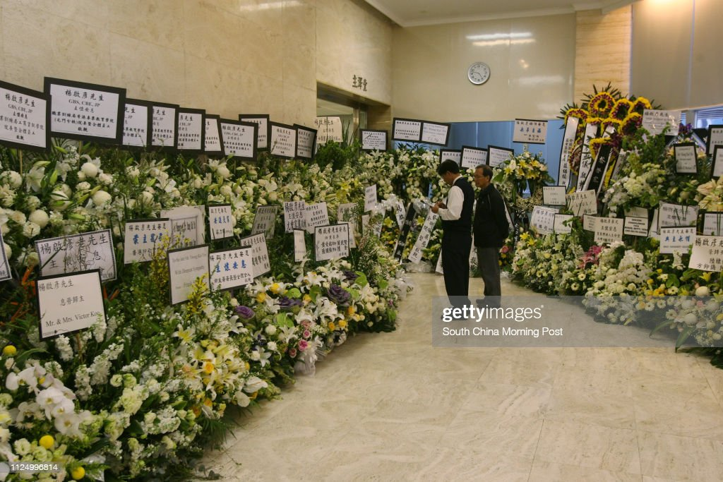 Night vigil for former KCRC Chief Executive Yeung Kai-yin at HK Funeral Home in North Point. 05 March 2007 : News Photo