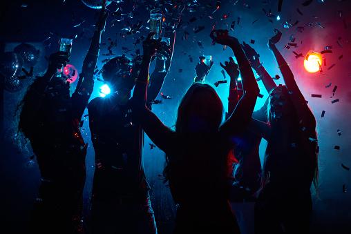Nightclub party with confetti 661151102