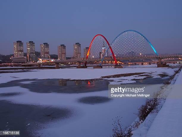 Night-Expo Bridge-Daejeon-South Korea