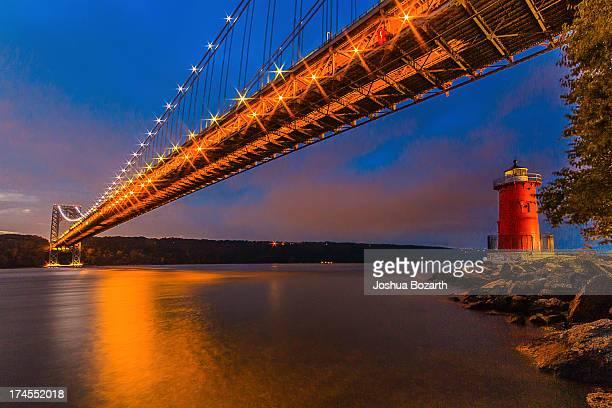 nightfall comes to new york city - george washington bridge stock pictures, royalty-free photos & images