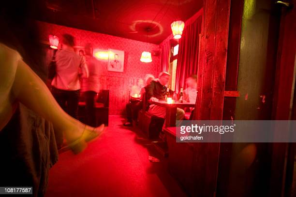 das nachtleben - red light district stock-fotos und bilder