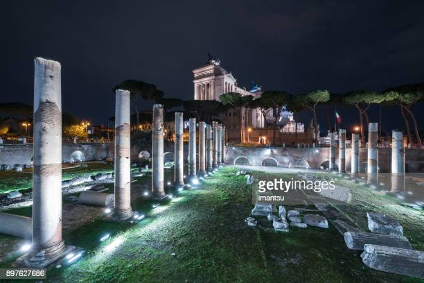 nightly view of the basilica ulpia in rome, italy - lazio foto e immagini stock