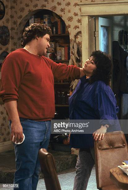 ROSEANNE 'Nightmare on Oak Street' 2/14/89 John Goodman Roseanne Barr