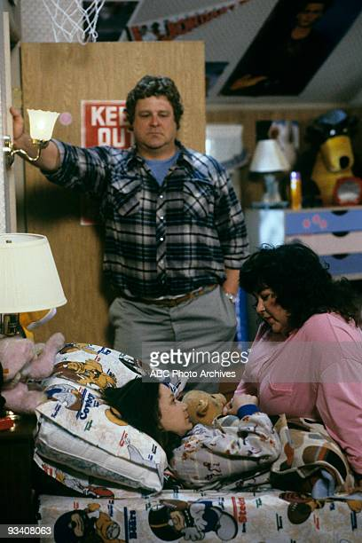 ROSEANNE 'Nightmare on Oak Street' 2/14/89 John Goodman Sara Gilbert Roseanne Barr