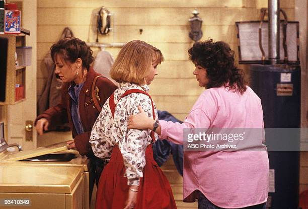 ROSEANNE 'Nightmare on Oak Street' 2/14/89 Laurie Metcalf Alicia Goranson Roseanne Barr