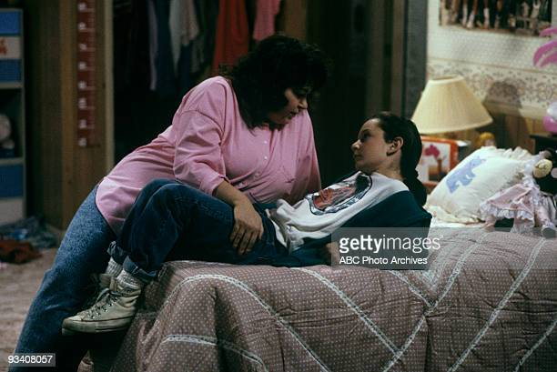 ROSEANNE 'Nightmare on Oak Street' 2/14/89 Roseanne Barr Sara Gilbert