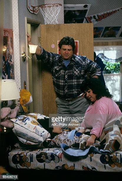 ROSEANNE 'Nightmare on Oak Street' 2/14/89 Sara Gilbert John Goodman Roseanne Barr