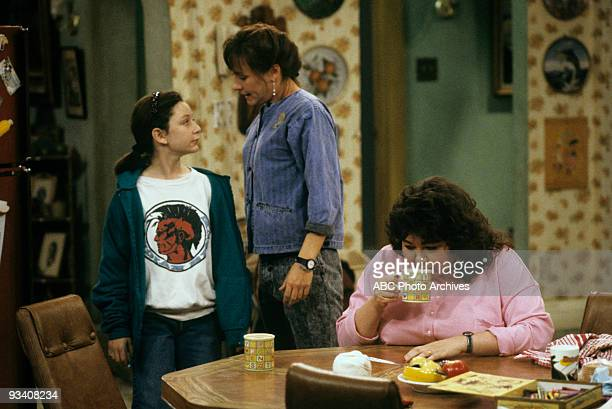ROSEANNE 'Nightmare on Oak Street' 2/14/89 Sara Gilbert Laurie Metcalf Roseanne Barr