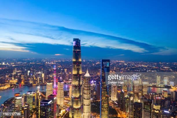 nightscape of lujiazui in shanghai at dusk - rio huangpu - fotografias e filmes do acervo